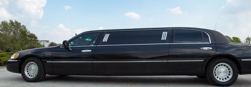 Limo outside on a sunny Florida day